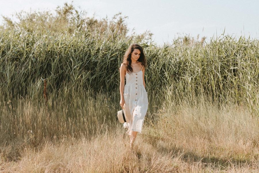 Sesión de fotos en la playa con la modelo Anna Aznar Miss Tarragona Blanco y Caramelo