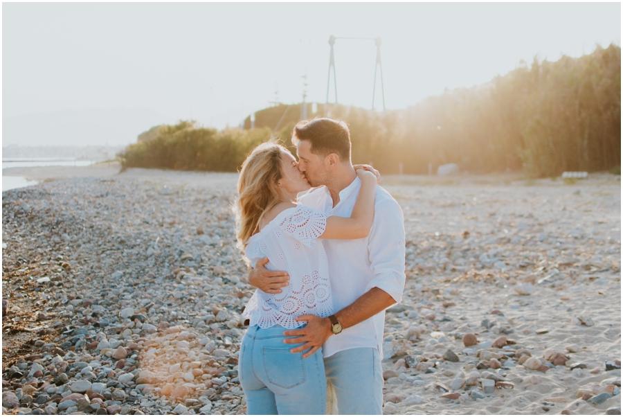 Preboda en el campo de Cambrils. Romantic engagement session in Spain. Fotógrafo de bodas Tarragona.